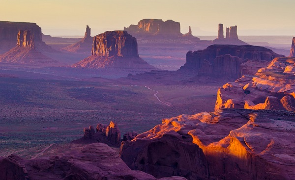 AB-WILD-WEST Monument Valley Sunset over the Hunt's Mesa 118709197
