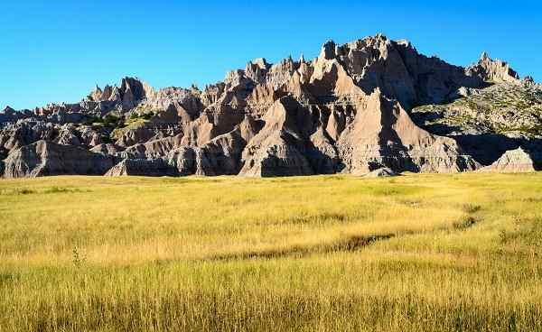 ALTER-WESTEN Jagged Rock Formations in Field at Badlands National Park shutterstock 295184846