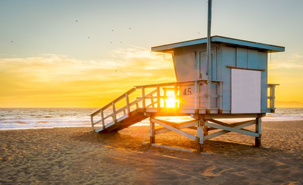 BUS-CAS-CAN-CALI Lifeguard Tower on the Beach at Sunset with the Sun shining through. 422135482