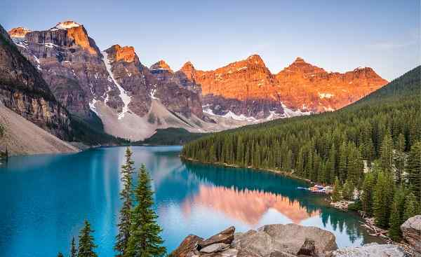 BUS-RM-PAZI Sunrise over Moraine Lake, Banff National Park, Alberta, Canada 695991625