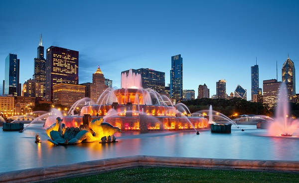 CHI-MARATHON Buckingham Fountain. Image of Buckingham Fountain in Grant Park, Chicago, Illinois, USA.shutterstock 105235997