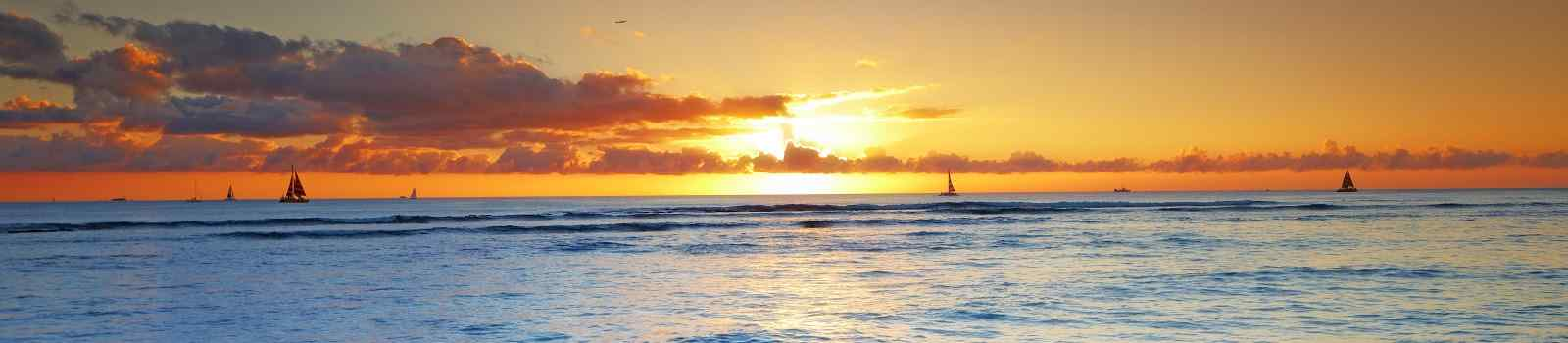 INSIDER-HAWAII -Hawaii sunset Waikiki panorama 94914793
