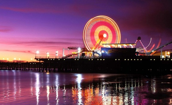 LOS-ANGELES_Santa_Monica_pier_at_night_smcvb.jpg