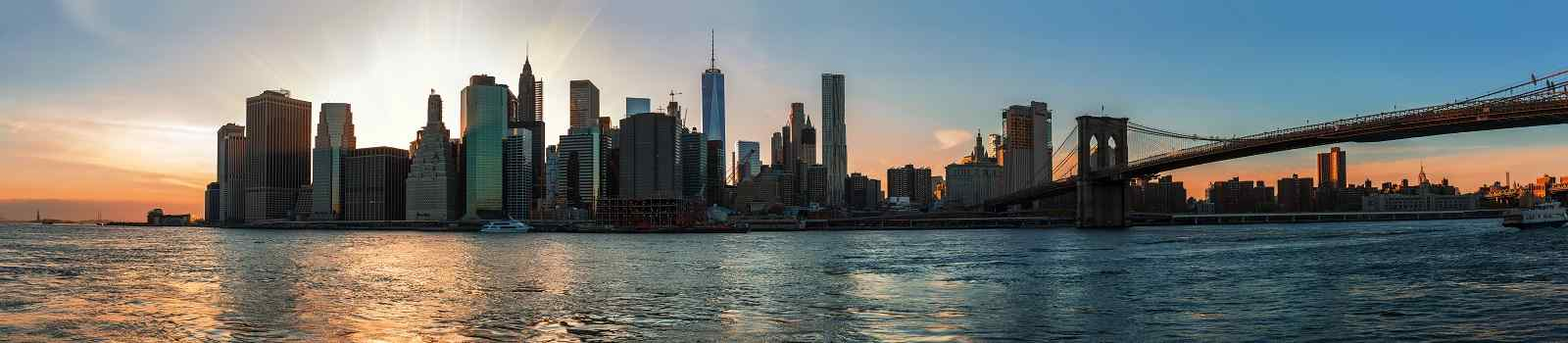 NYC-MARATHON Panorama of Manhattan Skyline and Brooklyn Bridge during sunset seen from Brooklyn Bridge Park shutterstock 536174290