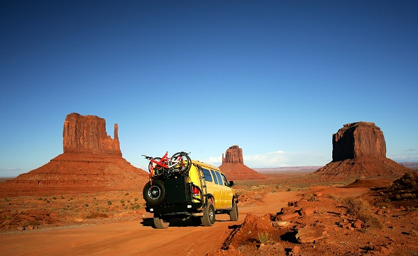 UTAH-ENTDECKEN Utah Monument Valley YellowVan with Mountainbikes 2561019