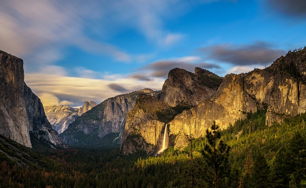 WESTERN-VISIONS Yosemite Valley and Bridalveil Fall shutterstock 503495689